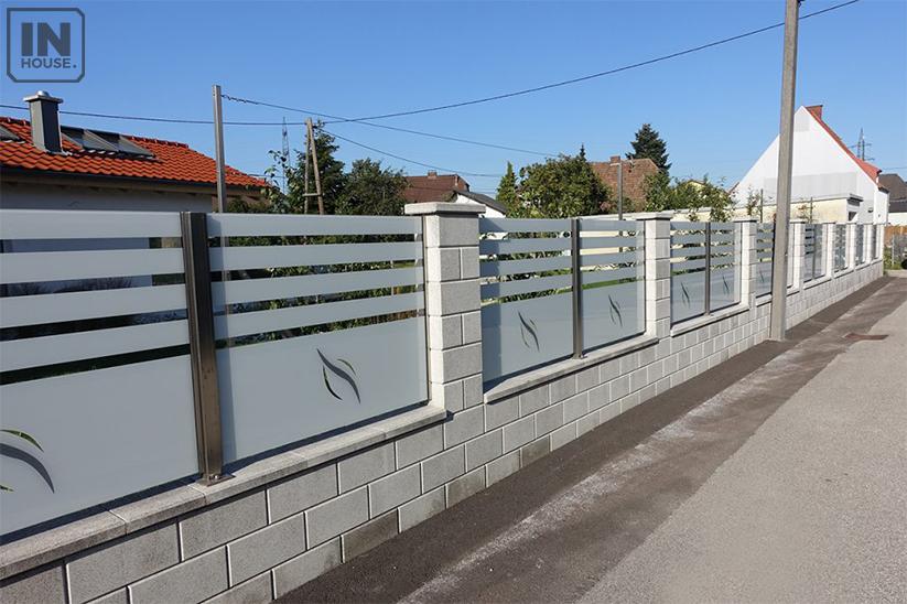 Xây dựng hàng rào từ chất liệu kính cường lực