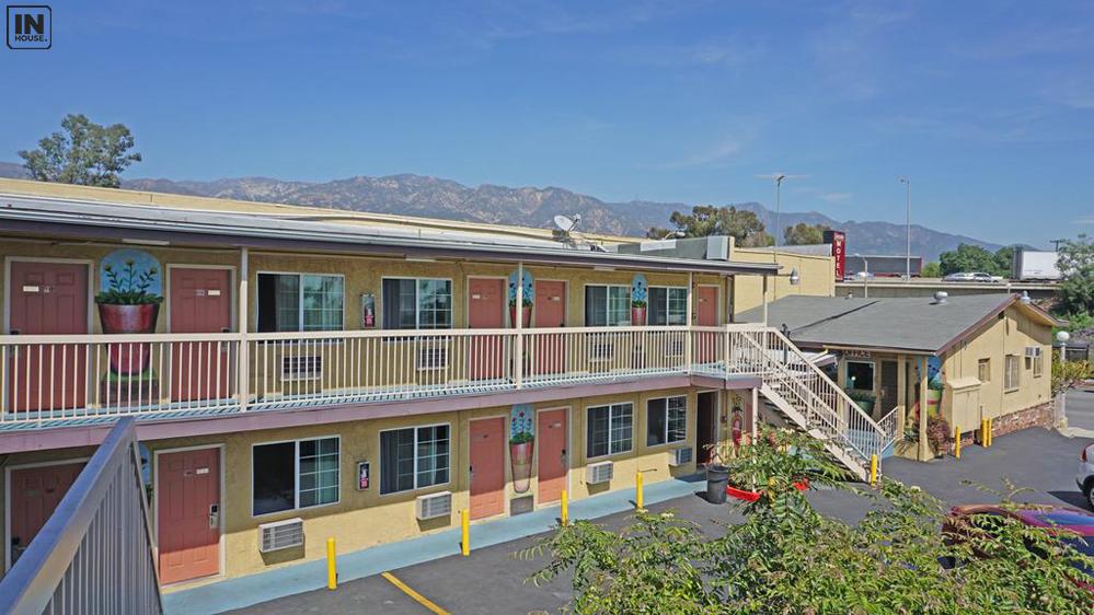 Khách sạn bên đường