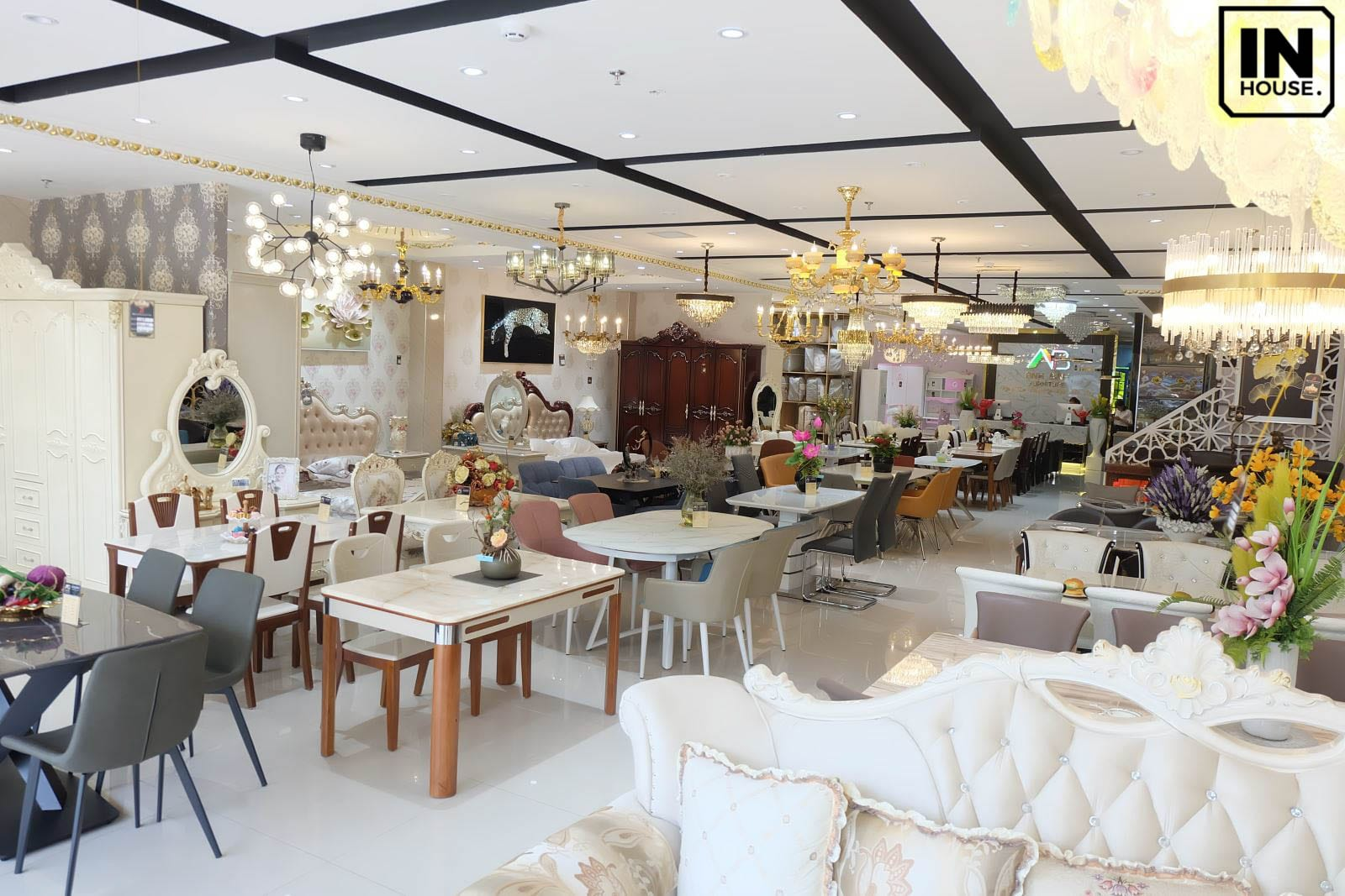 Thiết kế nội thất showroom trưng bày phong cách kẻ ô