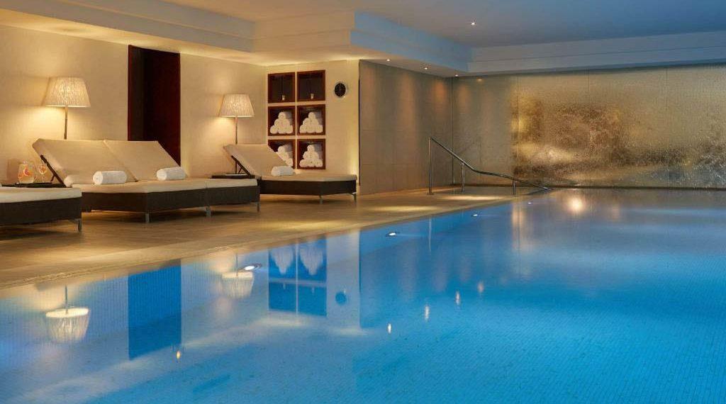 Spa có bể bơi