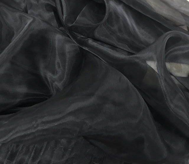 Vải voan màu đen